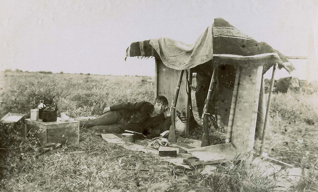 ژان دیولافوا در حال استراحت در شوش