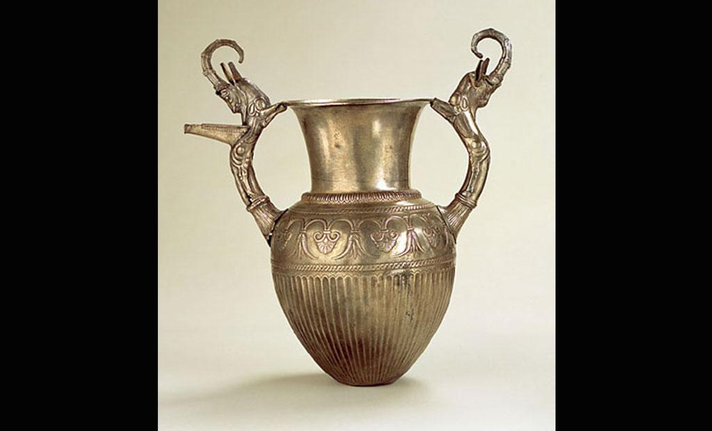 خمره هایی با تزئینات بز کوهی در هنر ایران باستان