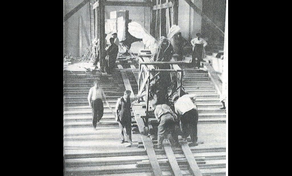 انتقال مجسمه نایکی به مکان امن در زمان اشغال پاریس توسط نازی ها