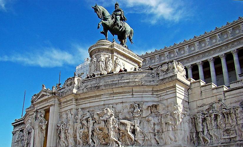 بنای یادبود ملی ویکتور امانوئل دوم در میدان ونیز