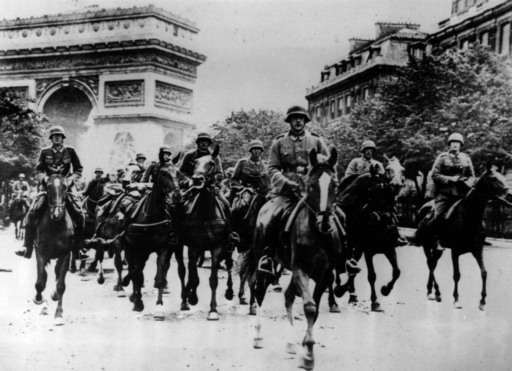 رژه های انجام شده از زیر طاق نصرت پاریس