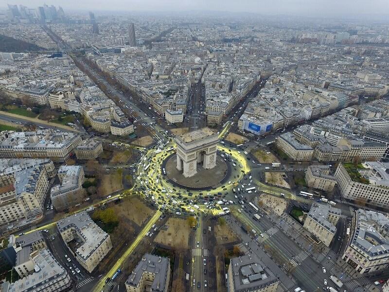 طاق نصرت پاریس در مرکز میدان شارل دو گل (اتوال سابق)