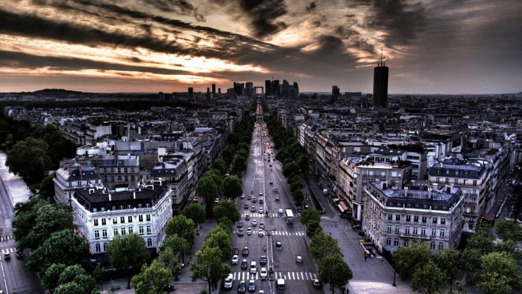 نمای بی نظیر شهر از بالای طاق نصرت پاریس