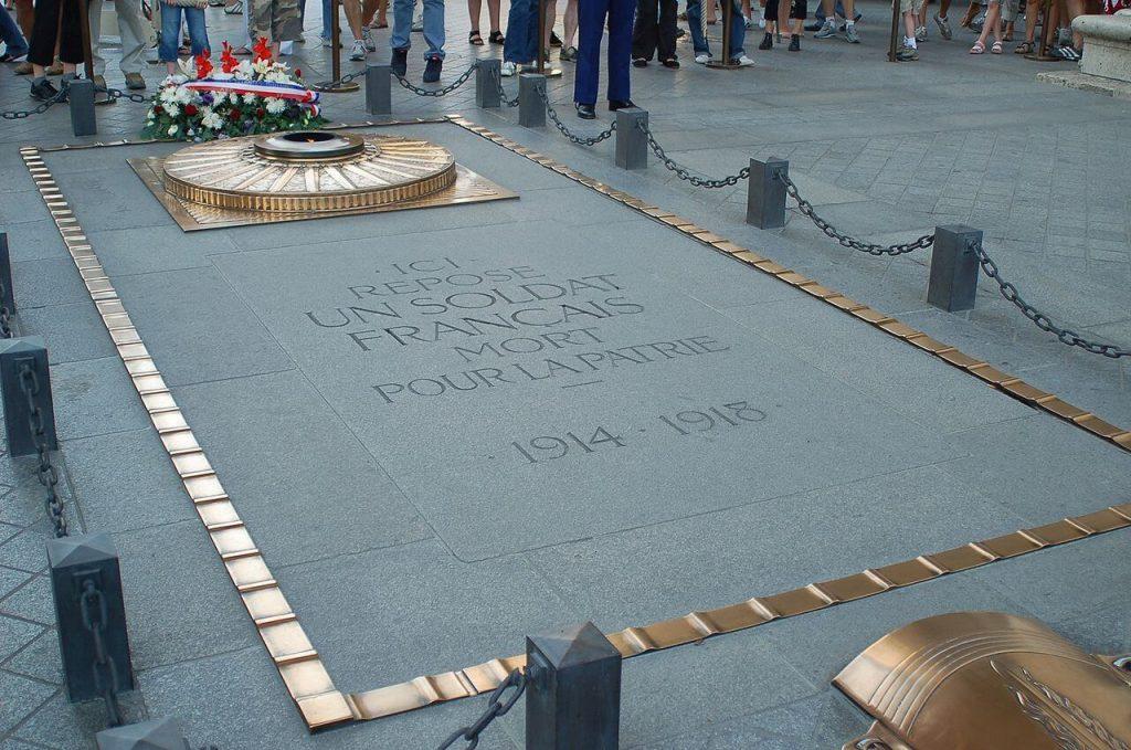 مقبره سرباز گمنام در زیر طاق نصرت پاریس
