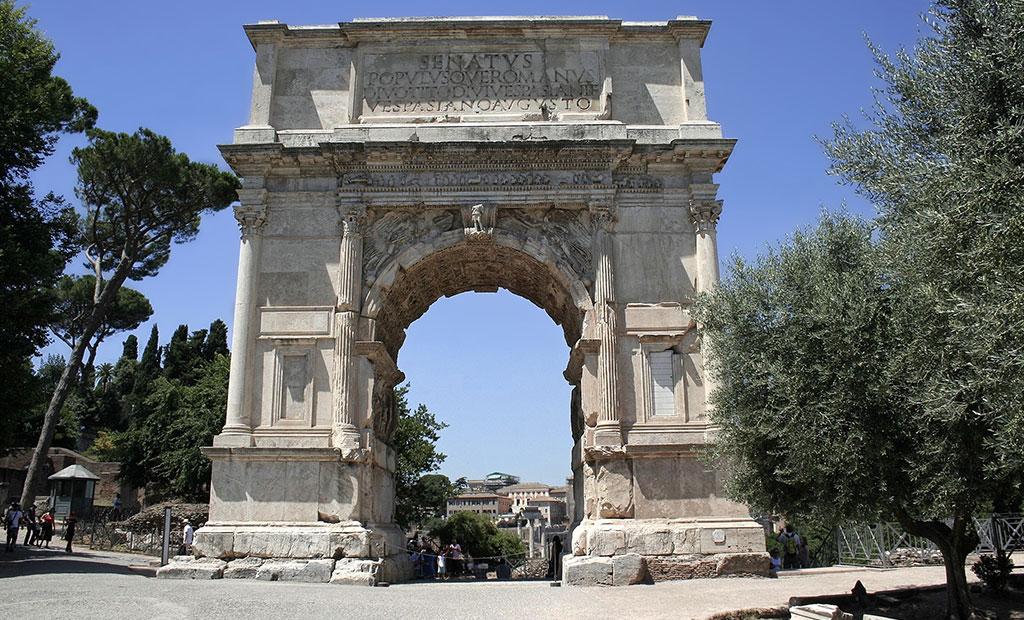 طاق نصرت تیتوس در ورودی شرقی رومان فروم