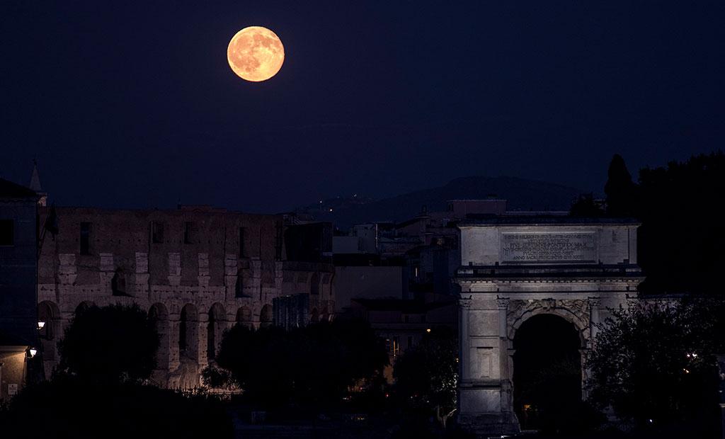 طاق نصرت تیتوس در کنار کولوسئوم