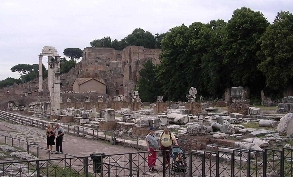 بقایای باسیلیکا جولیا در رومان فروم