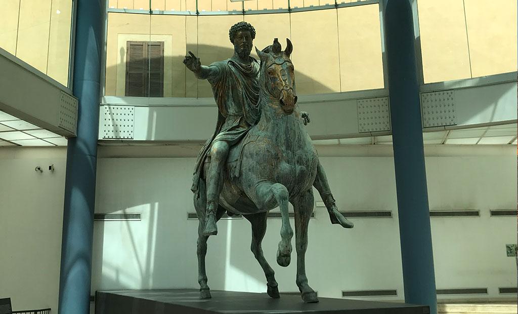مجسمه اصلی برنزی امپراتور مارکوس آورلیوس در موزه کاپیتولین