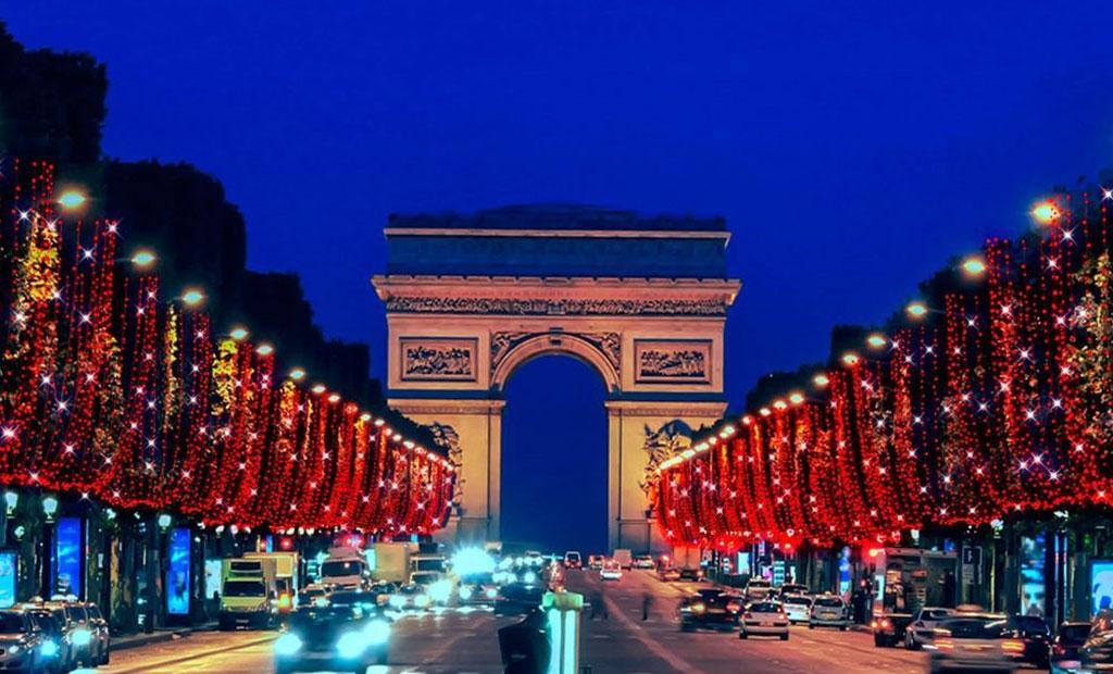 چراغانی زیبا خیابان شانزلیزه پاریس