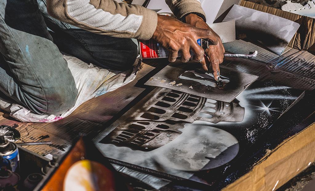 نقاشی با اسپری در کنار کولوسئوم