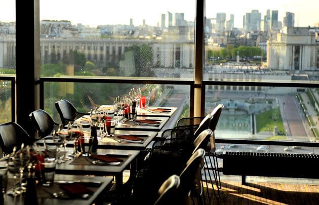 رستوران طبقه اول برج ایفل مشرف به میدان تروکادرو