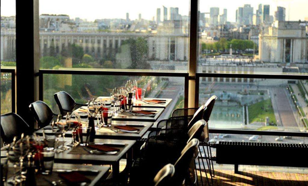 رستوران طبقه اول برج ایفل با نمای میدان تروکادرو