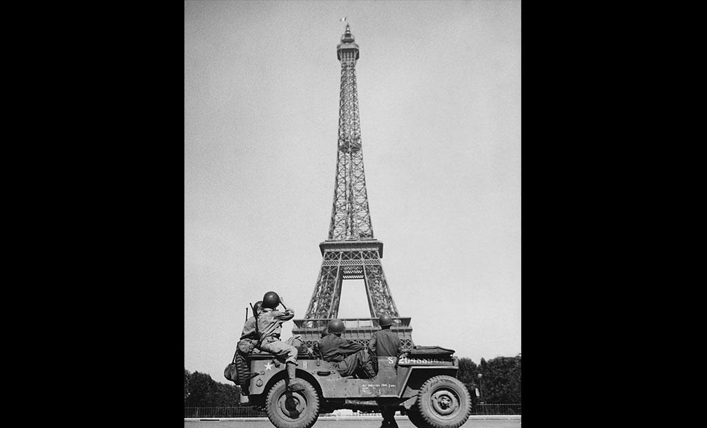 برج ایفل در زمان اشغال پاریس توسط نازی ها