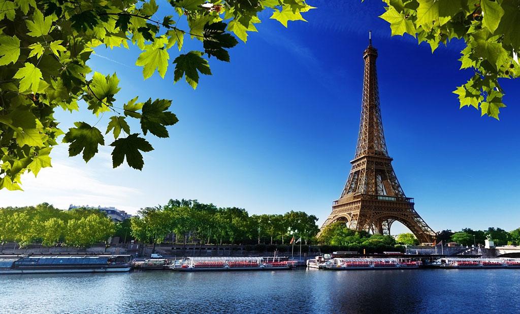 برج ایفل پاریس در کنار رود سن