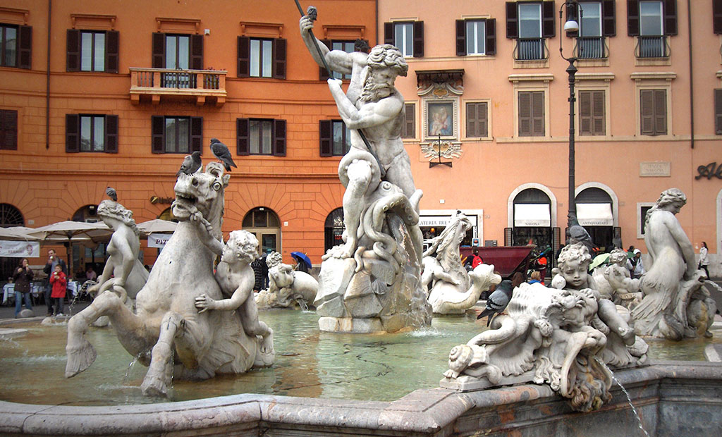مجسمه های فواره نپتون در میدان ناوونا شهر رم
