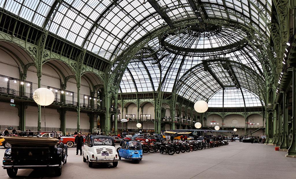 نمایشگاه خودروهای کلاسیک در گراند پله