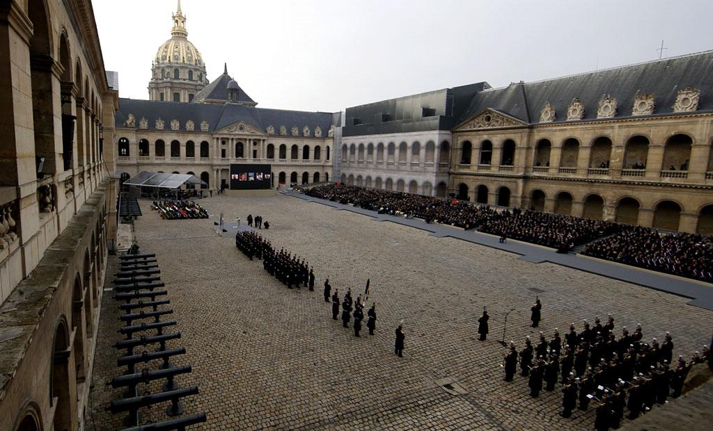 صحن اصلی هتل انولید پاریس محل برگزاری رژه های نظامی