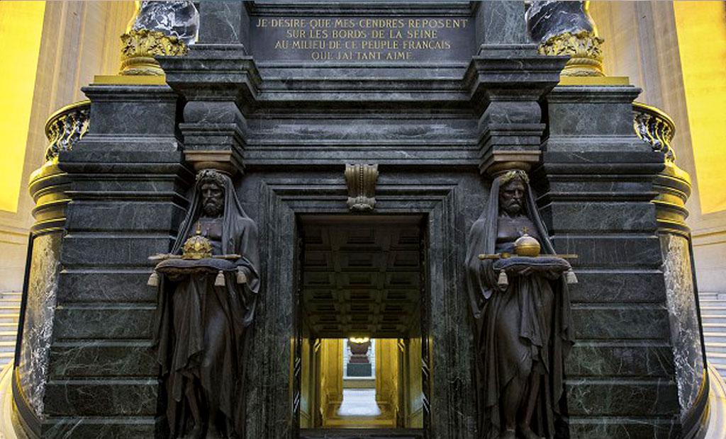ورودی به مقبره ناپلئون اول در انولید پاریس