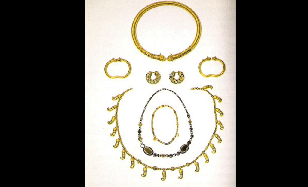 جواهرات کشف شده در تابوت اشراف زاده هخامنشی