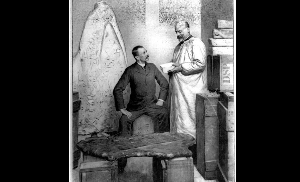 ژاک دومورگان و ونسان شیل در خزانه موزه لوور