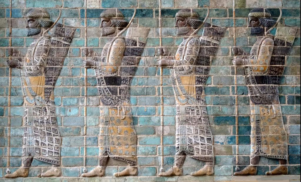 قاب تزئینی کمان داران پارسی در موزه لوور