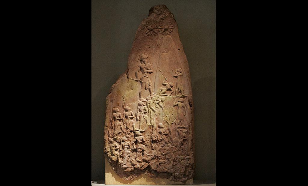 لوح پیروزی نارامسین در موزه لوور پاریس