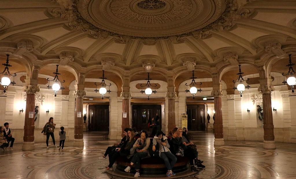 سالن مدور دارندگان بلیت های فصلی اپرا