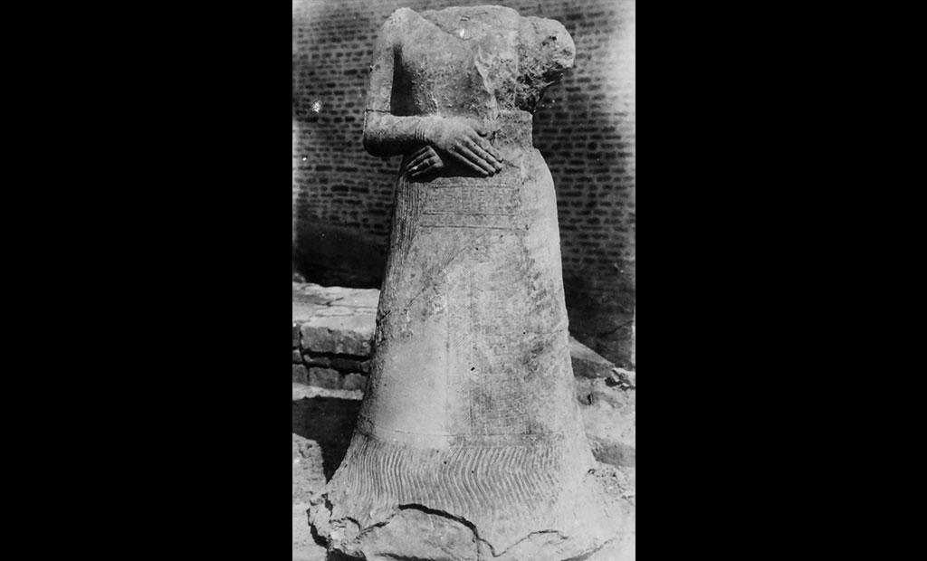 مجسمه ملکه ناپیرآسو در زمان کشف در شوش