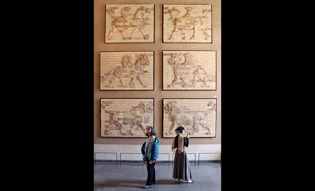 قاب های تزئینی کاخ آپادانای شوش در موزه لوور