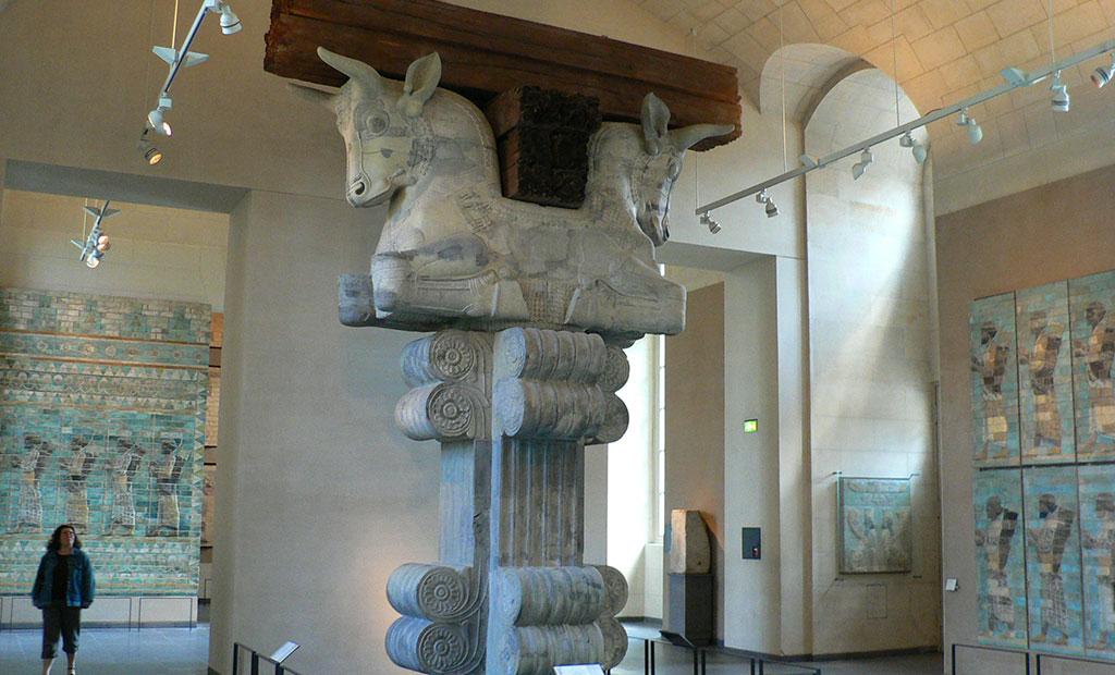تالار هخامنشیان در بخش ایران موزه لوور پاریس