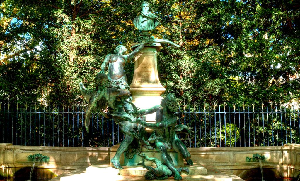 آبنمای دلاکروا در باغ لوگزامبورگ پاریس