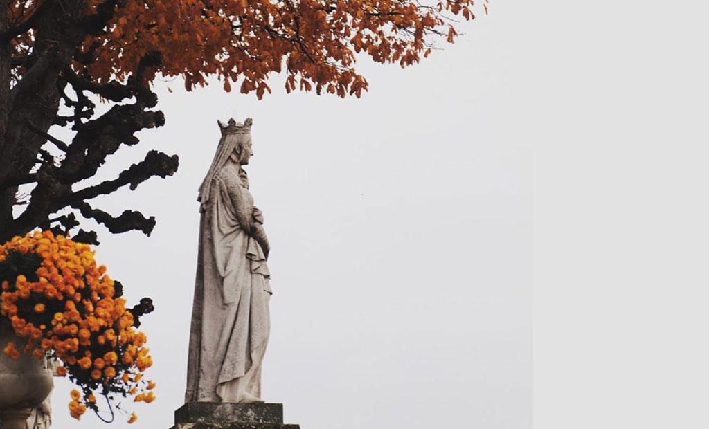 مجسمه ملکه های اروپایی در باغ لوگزامبورگ پاریس