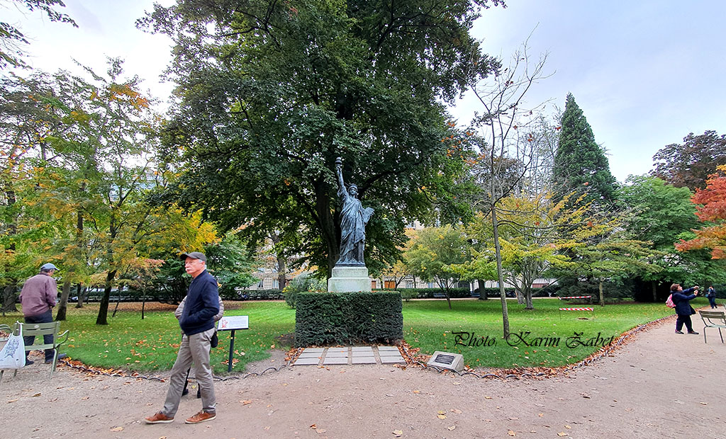 نسخه کوچک مجسمه آزادی در باغ لوگزامبورگ پاریس