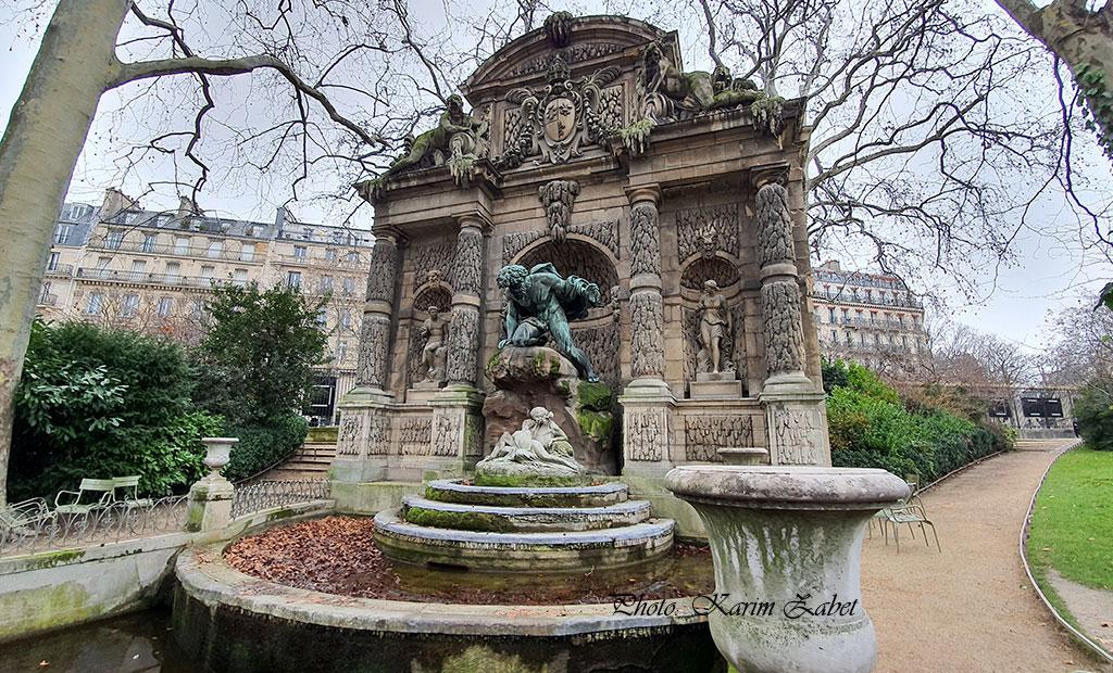 فواره مدیچی در باغ لوگزامبورگ پاریس