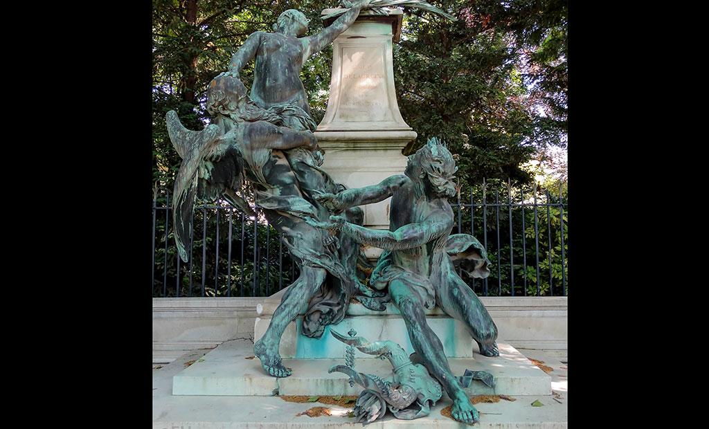 مجسمه های نصب شده بر پایه فواره دلاکروا