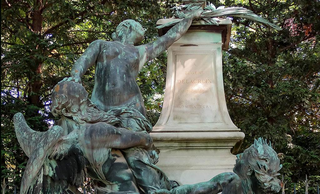 مجسمه تمثیل افتخار که دسته گلی را به پای تندیس دلاکروا می گذارد