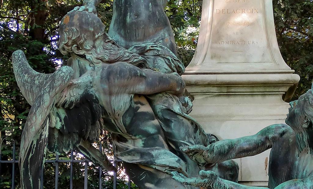 مجسمه تمثیل زمان به شکل مرد بالدار با بدنی عضلانی و ریش های بلند