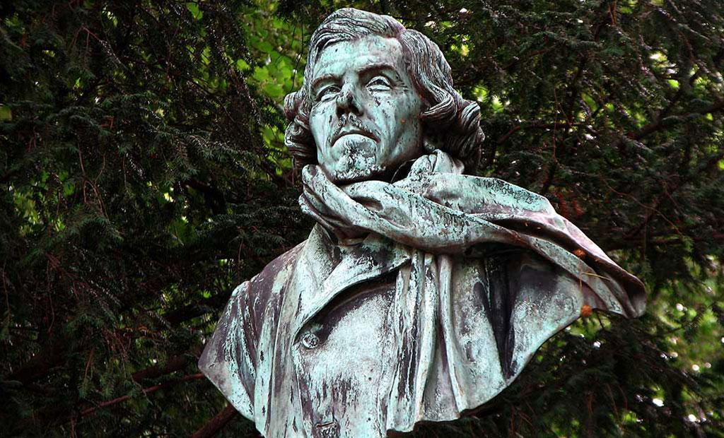 مجسمه اوژن دلاکروا در باغ لوگزامبورگ پاریس