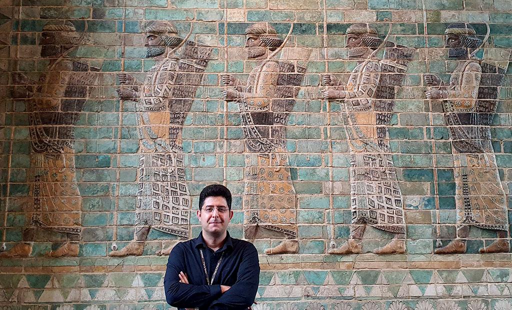 کریم ضابط راهنمای رسمی گردشگری - تالارهای ایران موزه لوور پاریس