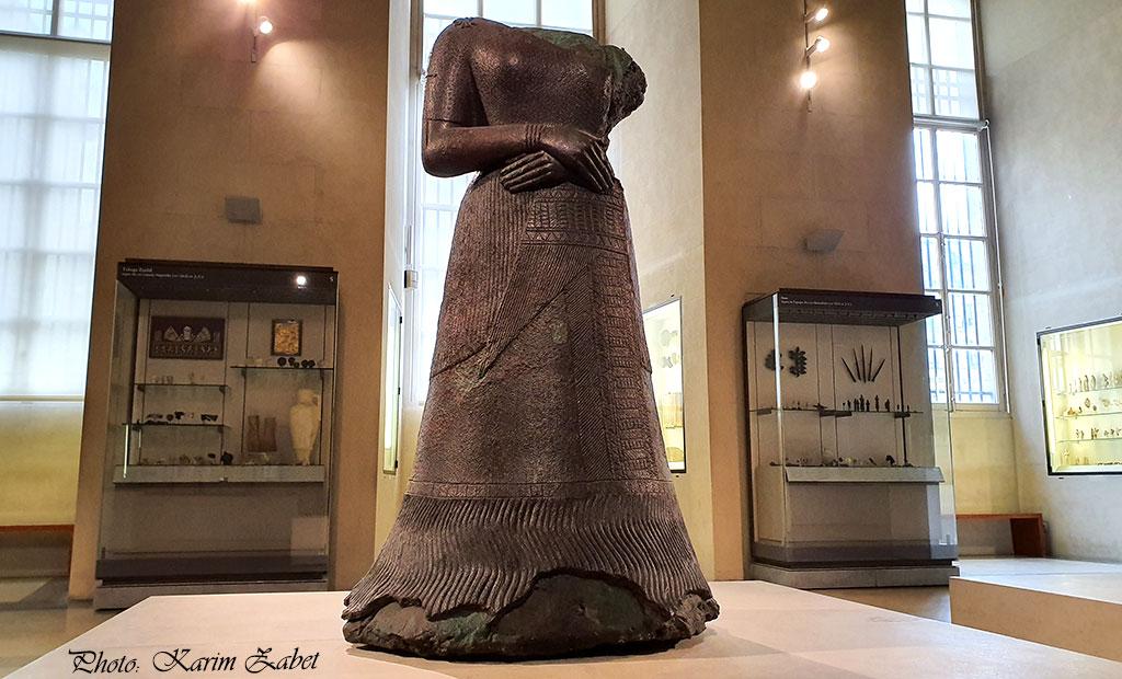 مجسمه ملکه ناپیرآسو - موزه لوور پاریس