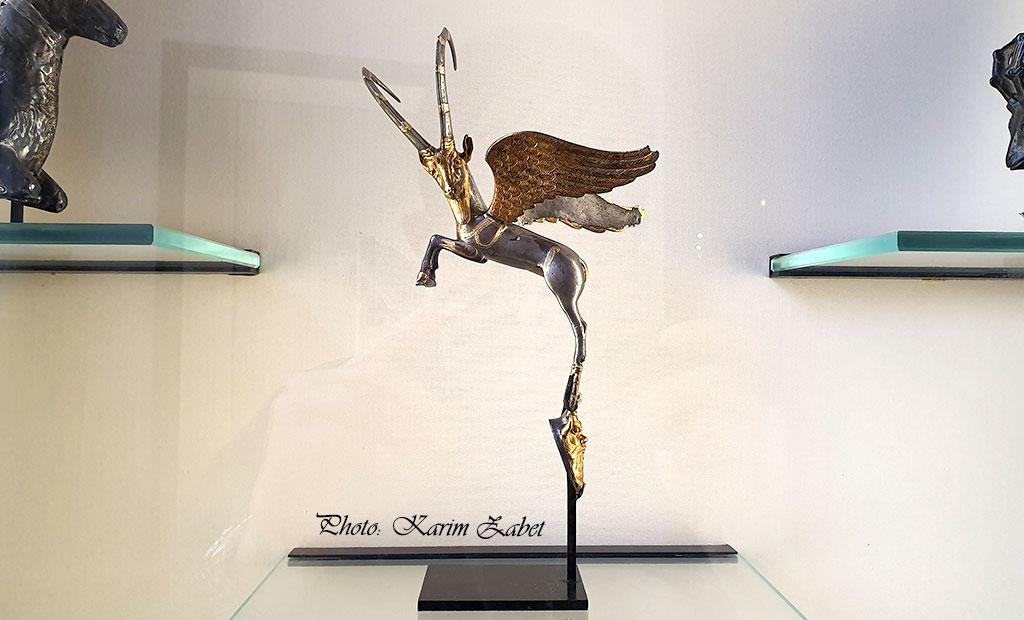 بز کوهی بالدار - شاهکار هنر هخامنشی در موزه لوور پاریس