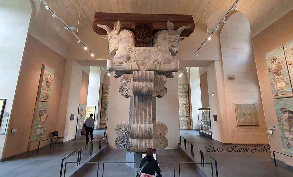 سرستون سنگی هخامنشی - موزه لوور پاریس