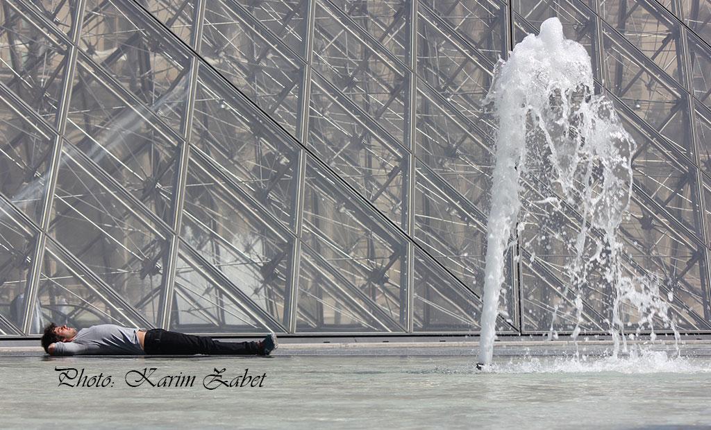 حوض کناری هرم شیشه ای موزه لوور