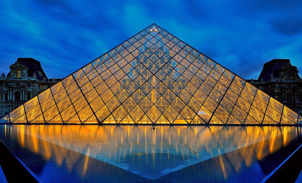 هرم شیشه ای موزه لوور