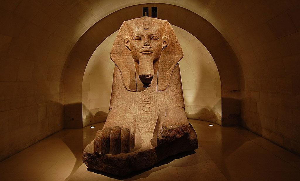 مجسمه ابولهول مصری در موزه لوور