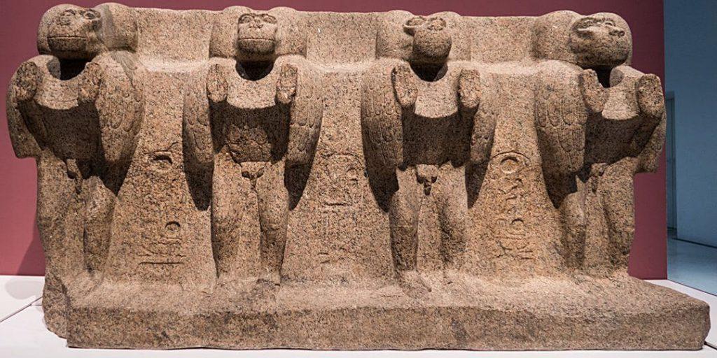 پایه اصلی ابلیسک میدان کنکورد که در موزه لوور و قسمت تمدن مصر نگهداری می شود.