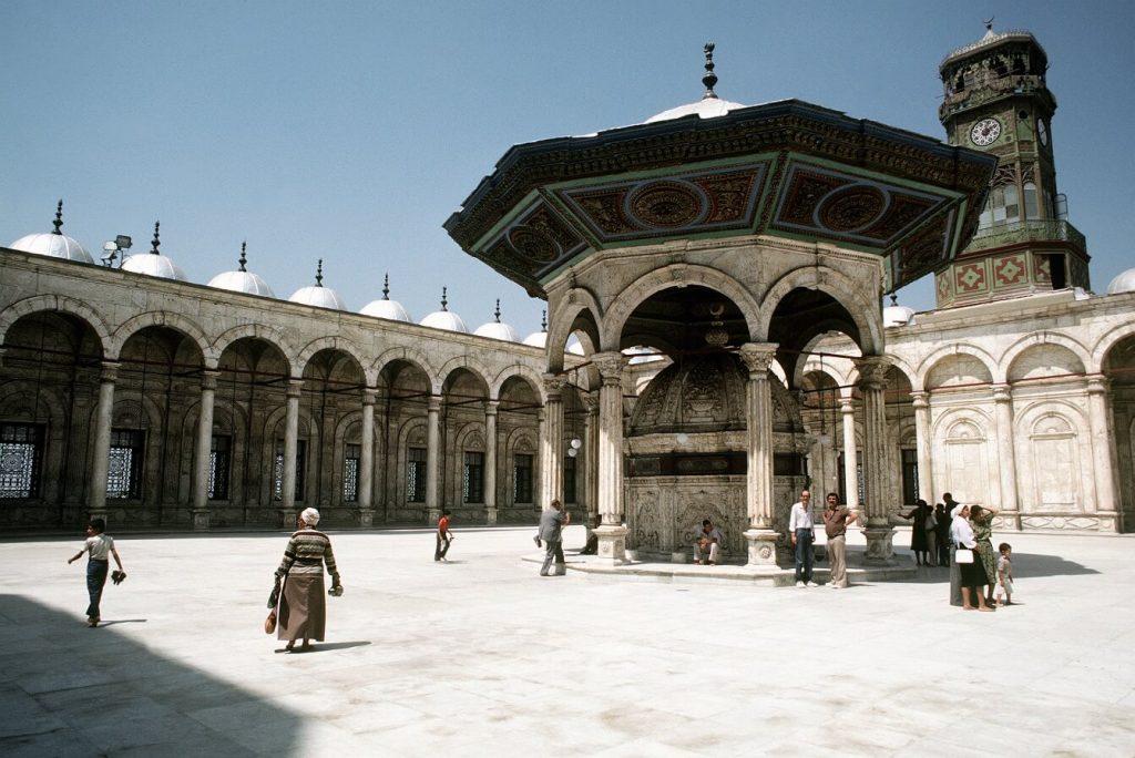 ساعت اهدایی لوئی فیلیپ به حاکم مصر که هم اکنون در برج ساعت مسجدی درون قلعه قاهره قرار دارد.