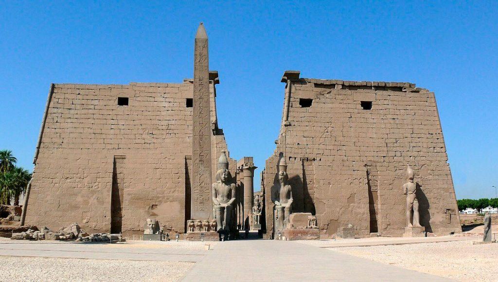ابلیسک دوقلوی ابلیسک کنکورد که در حال حاضر در مصر و در جلوی قصر الاقصر قرار دارد.