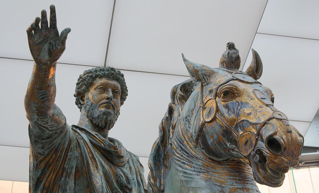 مجسمه اصلی برنزی امپراتور مارکوس آورلیوس با روکش طلا