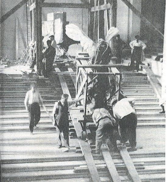 انتقال مجسمه پیروزی بالدار به محلی امن در زمان اشغال پاریس توسط نازی ها در طول جنگ جهانی دوم